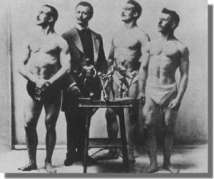 Sandow with the winning contestants