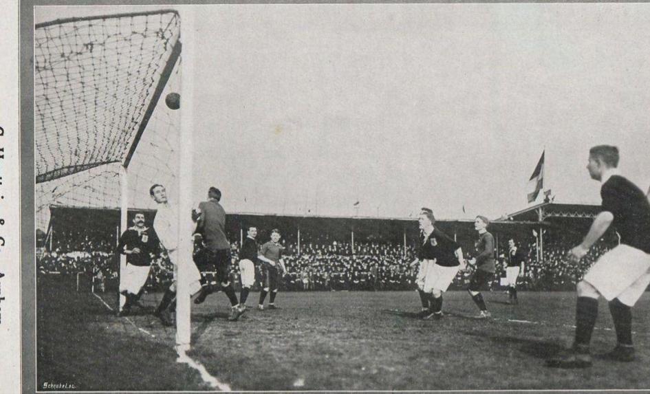 A snapshot of the 'real' Low Countries derby of 1912. Dutch goalkeeper Göbel stops a Belgian attempt on goal (Revue der Sporten)