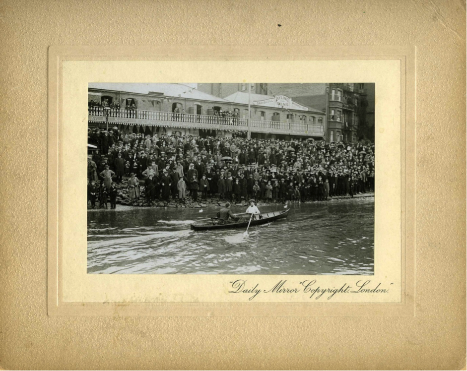 Lucy Pocock racing past crowds in the 1912 Women's Sculling Championship © River & Rowing Museum