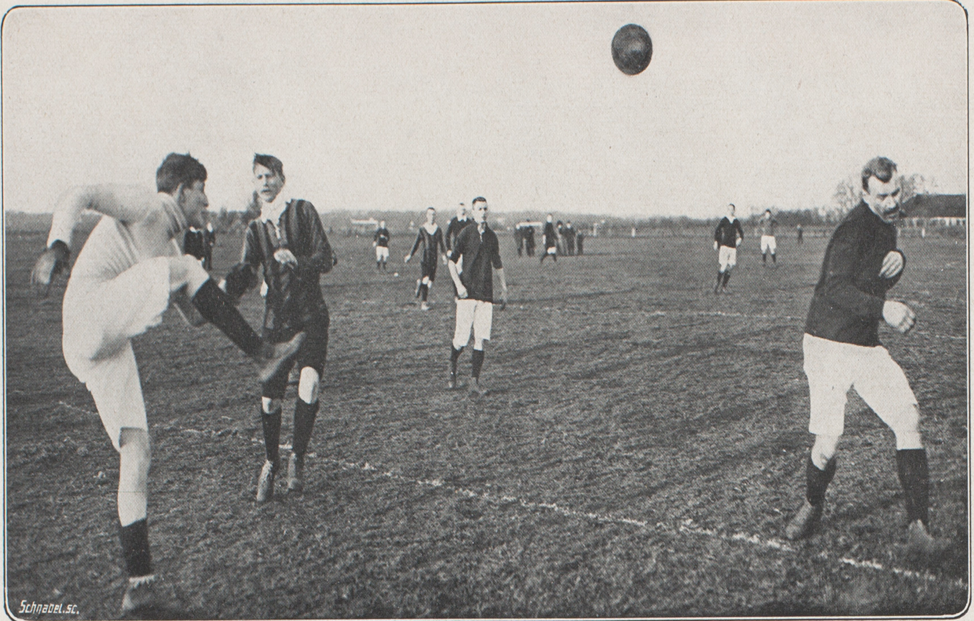 Image7- DRdS1; Caption- An action photo from De Revue der Sporten of the 1913, EDO-DEC game