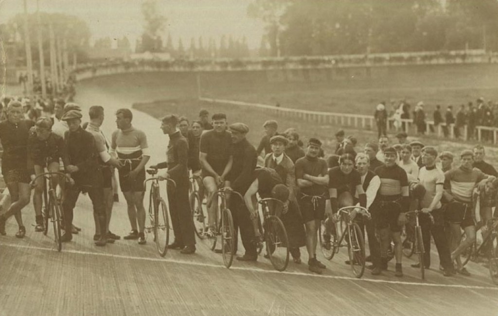 100km race in the Karreveld velodrome (Brussels) on 12.06.1915