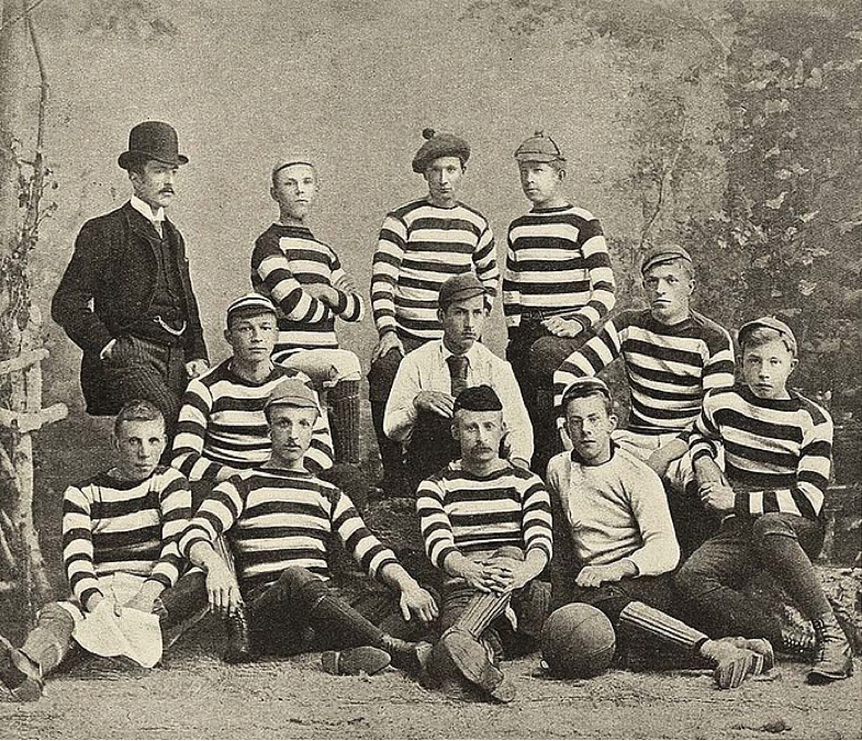 Haarlemsche Football Club in 1887. Mulier is front row centre in the black cap