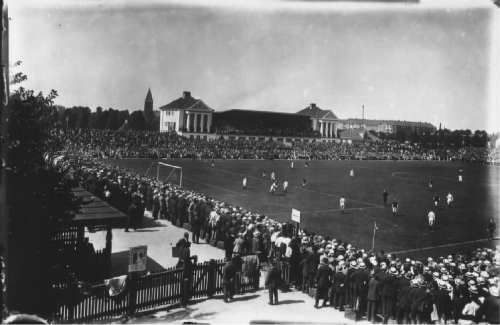 The first Danish press photographer, Holger Damgaard, did not get any photos from the match in 1915. He was sent on an assignment on an open-air theatre. In June 1916, his newspaper gave priority to the football. Photo: The National Library of Denmark, photographer Holger Damgaard