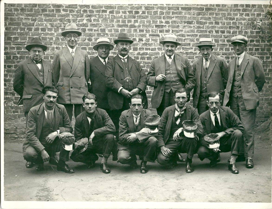 Sportwereld's team of reporters in the 1920s. Director Léon van den Haute is on the front row, third from the left. Editor-in-chief Karel van Wijnendaele can be seen on the same row, fifth from the left